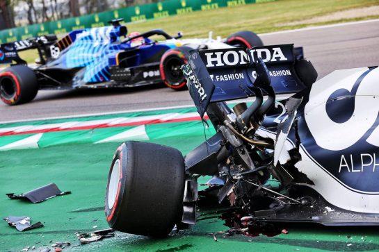 Yuki Tsunoda (JPN) AlphaTauri AT02 crashed during qualifying. 17.04.2021. Formula 1 World Championship, Rd 2, Emilia Romagna Grand Prix, Imola, Italy, Qualifying Day. - www.xpbimages.com, EMail: requests@xpbimages.com © Copyright: Batchelor / XPB Images