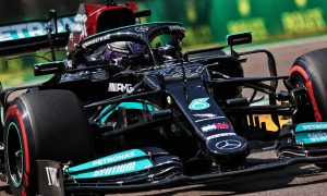 Hamilton hangs on for Imola pole as Perez pips Verstappen