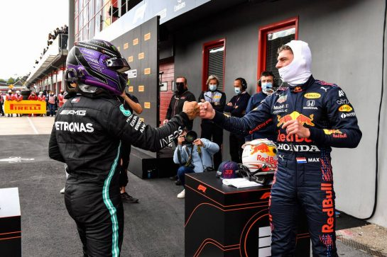 (L to R): Lewis Hamilton (GBR) Mercedes AMG F1 celebrates his pole position with third placed Max Verstappen (NLD) Red Bull Racing in qualifying parc ferme. 17.04.2021. Formula 1 World Championship, Rd 2, Emilia Romagna Grand Prix, Imola, Italy, Qualifying Day. - www.xpbimages.com, EMail: requests@xpbimages.com © Copyright: FIA Pool Image for Editorial Use Only