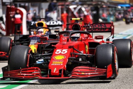 Carlos Sainz Jr (ESP) Ferrari SF-21. 17.04.2021. Formula 1 World Championship, Rd 2, Emilia Romagna Grand Prix, Imola, Italy, Qualifying Day. - www.xpbimages.com, EMail: requests@xpbimages.com © Copyright: Bearne / XPB Images