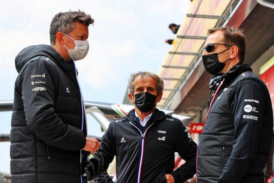 (L to R): Marcin Budkowski (POL) Alpine F1 Team Executive Director with Alain Prost (FRA) Alpine F1 Team Non-Executive Director and Laurent Rossi (FRA) Alpine Chief Executive Officer. 17.04.2021. Formula 1 World Championship, Rd 2, Emilia Romagna Grand Prix, Imola, Italy, Qualifying Day. - www.xpbimages.com, EMail: requests@xpbimages.com © Copyright: Moy / XPB Images