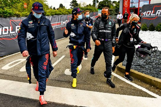 (L to R): Max Verstappen (NLD) Red Bull Racing with Sergio Perez (MEX) Red Bull Racing; Lewis Hamilton (GBR) Mercedes AMG F1; and Angela Cullen (NZL) Mercedes AMG F1 Physiotherapist. 17.04.2021. Formula 1 World Championship, Rd 2, Emilia Romagna Grand Prix, Imola, Italy, Qualifying Day. - www.xpbimages.com, EMail: requests@xpbimages.com © Copyright: FIA Pool Image for Editorial Use Only