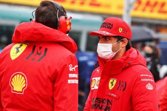 Carlos Sainz Jr (ESP) Ferrari on the grid. 18.04.2021. Formula 1 World Championship, Rd 2, Emilia Romagna Grand Prix, Imola, Italy, Race Day. - www.xpbimages.com, EMail: requests@xpbimages.com © Copyright: Moy / XPB Images