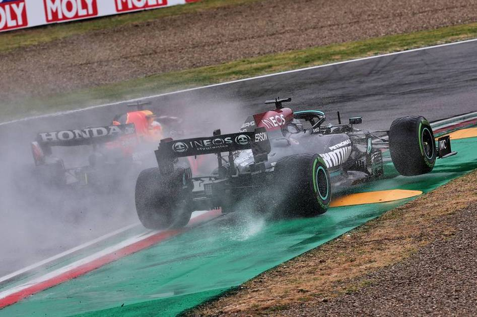 Hill: First corner tussle 'set up a bit of a crisis' for Hamilton