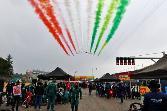 Grid atmosphere - air display. 18.04.2021. Formula 1 World Championship, Rd 2, Emilia Romagna Grand Prix, Imola, Italy, Race Day. - www.xpbimages.com, EMail: requests@xpbimages.com © Copyright: Moy / XPB Images