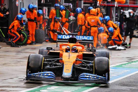 Daniel Ricciardo (AUS) McLaren MCL35M makes a pit stop. 18.04.2021. Formula 1 World Championship, Rd 2, Emilia Romagna Grand Prix, Imola, Italy, Race Day. - www.xpbimages.com, EMail: requests@xpbimages.com © Copyright: Moy / XPB Images