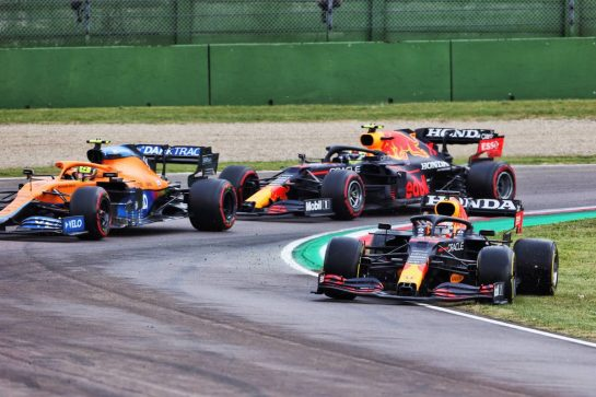 Max Verstappen (NLD) Red Bull Racing RB16B runs wide at the restart. 18.04.2021. Formula 1 World Championship, Rd 2, Emilia Romagna Grand Prix, Imola, Italy, Race Day. - www.xpbimages.com, EMail: requests@xpbimages.com © Copyright: Charniaux / XPB Images