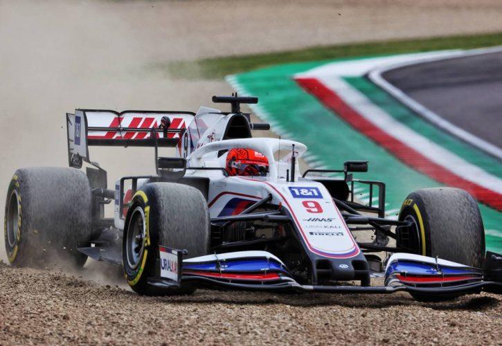 Nikita Mazepin (RUS) Haas F1 Team VF-21 runs wide. 18.04.2021. Formula 1 World Championship, Rd 2, Emilia Romagna Grand Prix, Imola