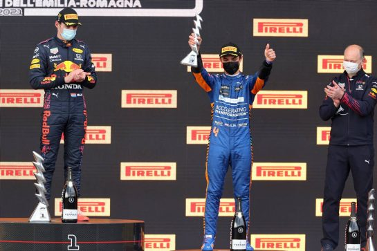 Max Verstappen (NLD), Red Bull Racing, Lando Norris (GBR), McLaren F1 Team and Karl Sengstbratl, Red Bull Racing Finance & Operations Director18.04.2021. Formula 1 World Championship, Rd 2, Emilia Romagna Grand Prix, Imola, Italy, Race Day.- www.xpbimages.com, EMail: requests@xpbimages.com © Copyright: Charniaux / XPB Images