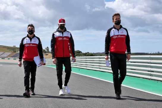 Antonio Giovinazzi (ITA) Alfa Romeo Racing walks the circuit with the team.