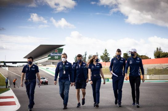 Nicholas Latifi (CDN) Williams Racing walks the circuit with the team. 29.04.2021. Formula 1 World Championship, Rd 3, Portuguese Grand Prix, Portimao, Portugal, Preparation Day. - www.xpbimages.com, EMail: requests@xpbimages.com © Copyright: Bearne / XPB Images