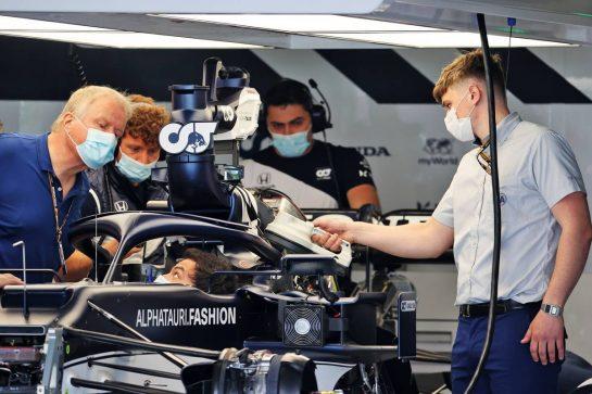 FIA making checks on the AlphaTauri AT02. 29.04.2021. Formula 1 World Championship, Rd 3, Portuguese Grand Prix, Portimao, Portugal, Preparation Day. - www.xpbimages.com, EMail: requests@xpbimages.com © Copyright: Batchelor / XPB Images