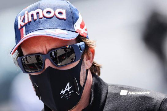 Fernando Alonso (ESP) Alpine F1 Team with the media. 29.04.2021. Formula 1 World Championship, Rd 3, Portuguese Grand Prix, Portimao, Portugal, Preparation Day. - www.xpbimages.com, EMail: requests@xpbimages.com © Copyright: Charniaux / XPB Images