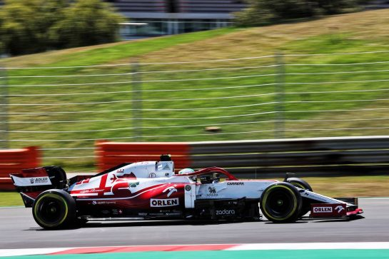 Antonio Giovinazzi (ITA) Alfa Romeo Racing C41.