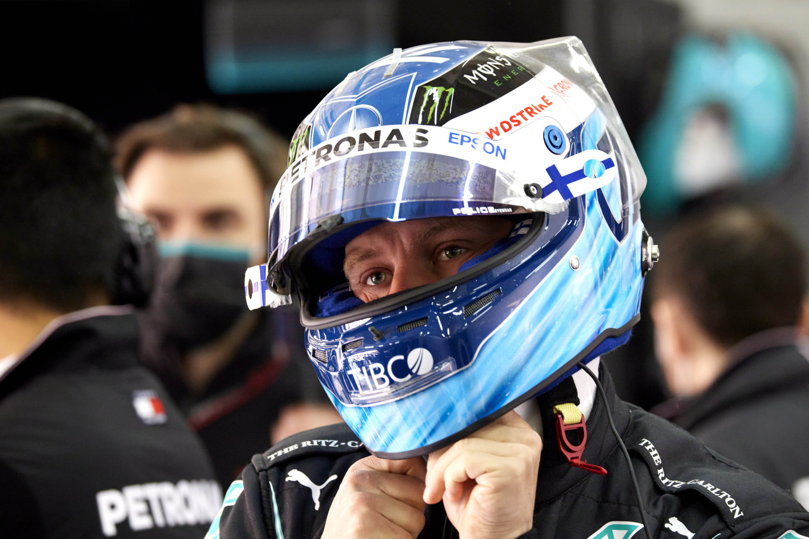 Bottas should 'ask himself' why he was battling a Williams