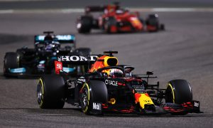 Verstappen 'clearly handicapped' by differential issue in Bahrain