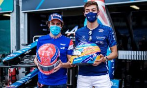 A helmet swap and a big accolade for Russell