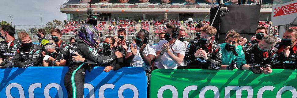 Race winner Lewis Hamilton (GBR) Mercedes AMG F1 celebrates with the team in parc ferme. 09.05.2021. Formula 1 World Championship, Rd 4, Spanish Grand Prix, Barcelona, Spain