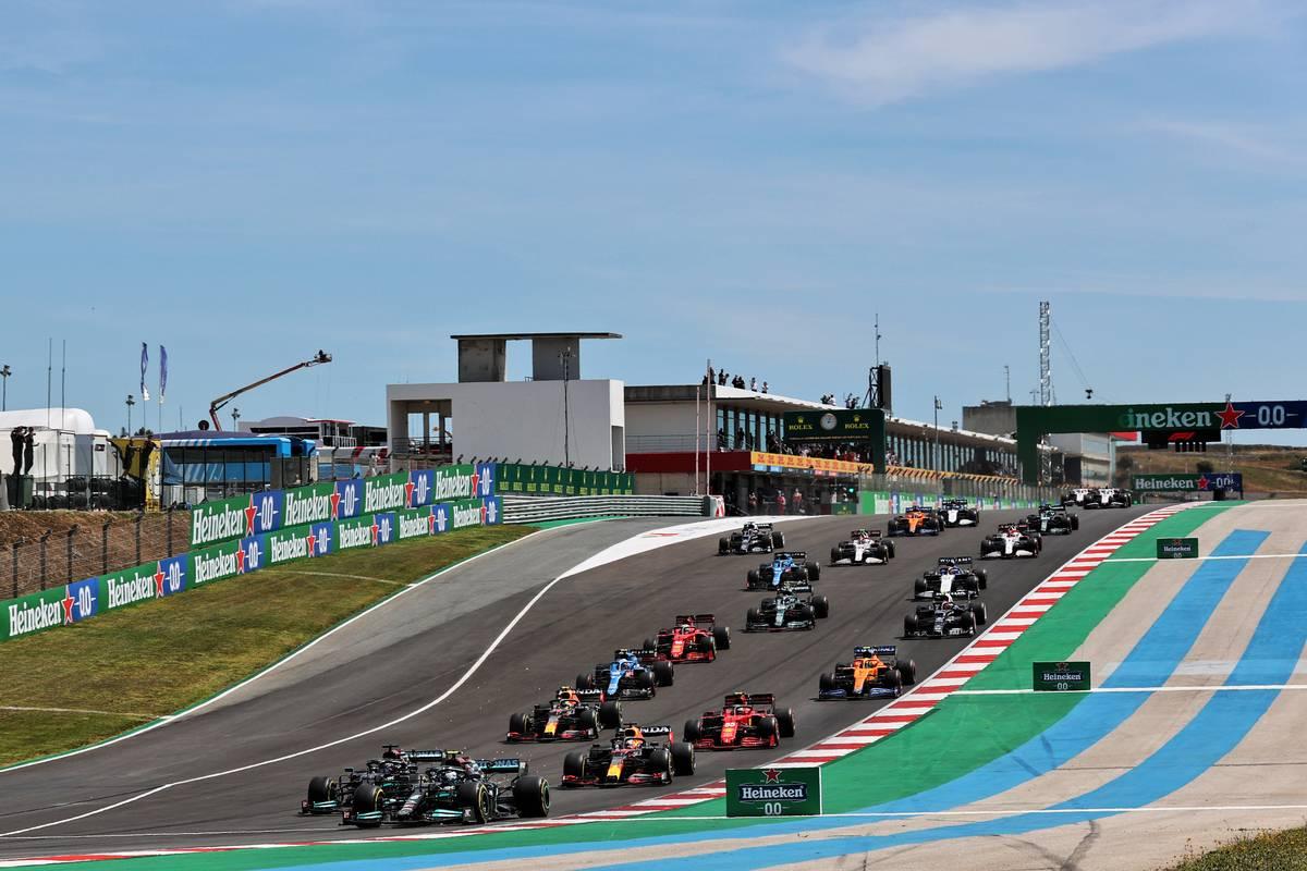 Valtteri Bottas (FIN) Mercedes AMG F1 W12 leads at the start of the race. 02.05.2021. Formula 1 World Championship, Rd 3, Portuguese Grand Prix, Portimao