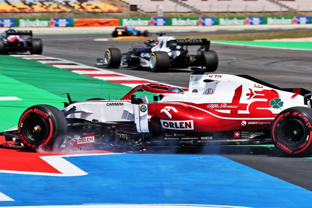 Kimi Raikkonen (FIN) Alfa Romeo Racing C41 with a broken front wing. 02.05.2021. Formula 1 World Championship, Rd 3, Portuguese Grand Prix, Portimao