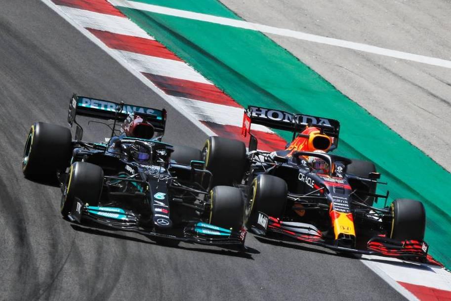 McLaren ready to profit from looming Hamilton-Verstappen clash