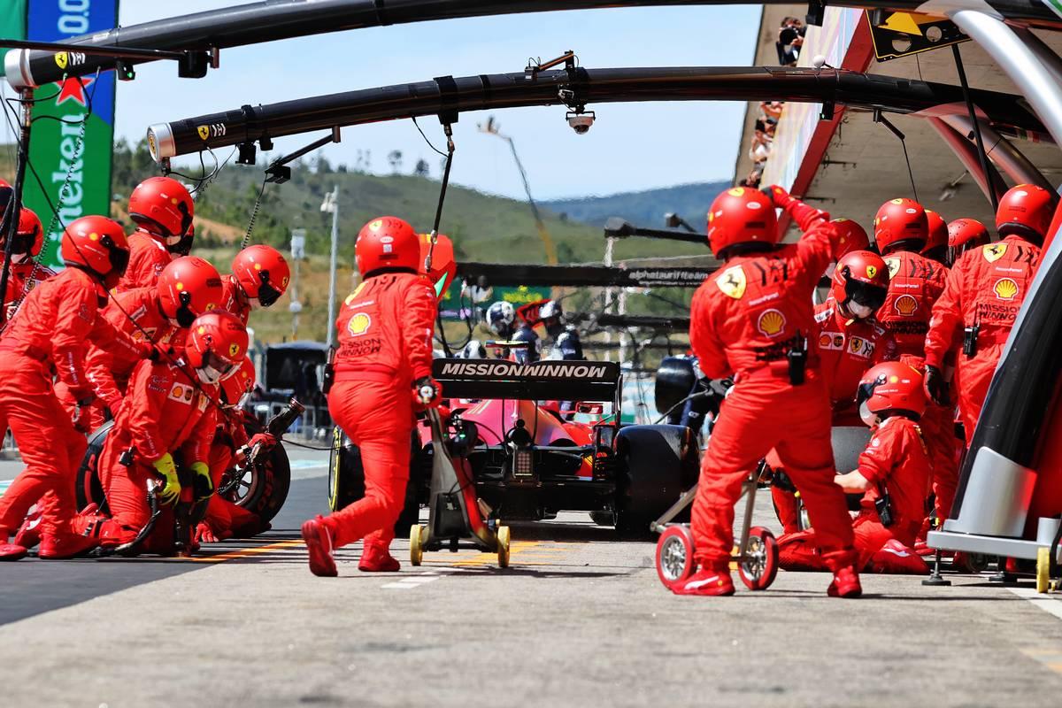 Carlos Sainz Jr (ESP) Ferrari SF-21 makes a pit stop. 02.05.2021. Formula 1 World Championship, Rd 3, Portuguese Grand Prix, Portimao