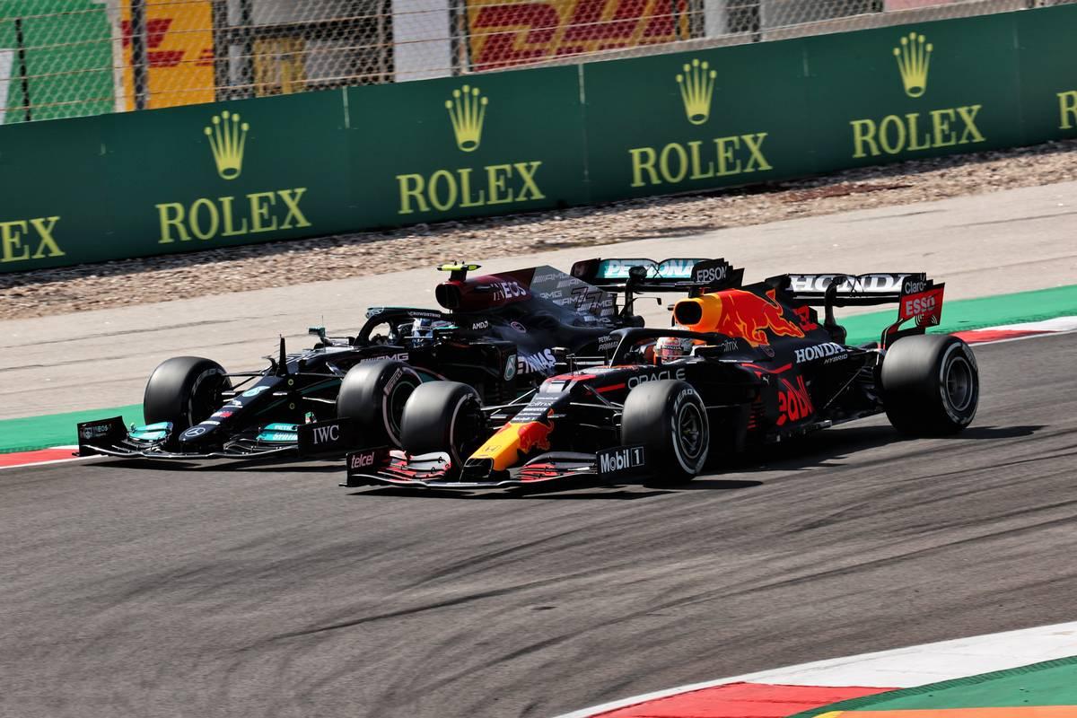 Max Verstappen (NLD) Red Bull Racing RB16B and Valtteri Bottas (FIN) Mercedes AMG F1 W12 battle for position. 02.05.2021. Formula 1 World Championship, Rd 3, Portuguese Grand Prix, Portimao