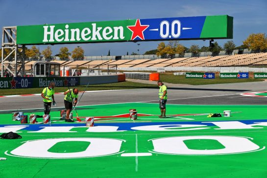 Circuit atmosphere - Heinken branding painting. 06.05.2021. Formula 1 World Championship, Rd 4, Spanish Grand Prix, Barcelona, Spain, Preparation Day. - www.xpbimages.com, EMail: requests@xpbimages.com © Copyright: Moy / XPB Images