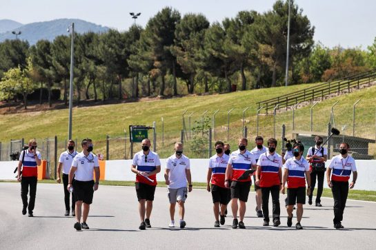 Nikita Mazepin (RUS) Haas F1 Team walks the circuit with the team. 06.05.2021. Formula 1 World Championship, Rd 4, Spanish Grand Prix, Barcelona, Spain, Preparation Day. - www.xpbimages.com, EMail: requests@xpbimages.com © Copyright: Moy / XPB Images