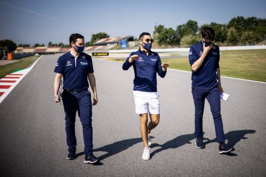 Roy Nissany (ISR) Williams Racing Development Driver walks the circuit with the team. 06.05.2021. Formula 1 World Championship, Rd 4, Spanish Grand Prix, Barcelona, Spain, Preparation Day. - www.xpbimages.com, EMail: requests@xpbimages.com © Copyright: Bearne / XPB Images