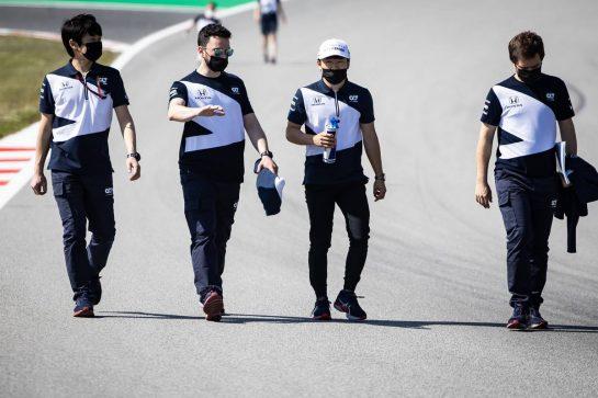 Yuki Tsunoda (JPN) AlphaTauri walks the circuit with the team. 06.05.2021. Formula 1 World Championship, Rd 4, Spanish Grand Prix, Barcelona, Spain, Preparation Day. - www.xpbimages.com, EMail: requests@xpbimages.com © Copyright: Bearne / XPB Images