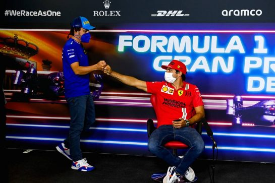 (L to R): Fernando Alonso (ESP) Alpine F1 Team and Carlos Sainz Jr (ESP) Ferrari in the FIA Press Conference. 06.05.2021. Formula 1 World Championship, Rd 4, Spanish Grand Prix, Barcelona, Spain, Preparation Day. - www.xpbimages.com, EMail: requests@xpbimages.com © Copyright: FIA Pool Image for Editorial Use Only