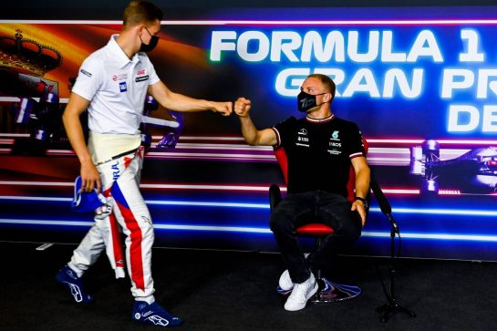 (L to R): Mick Schumacher (GER) Haas F1 Team with Valtteri Bottas (FIN) Mercedes AMG F1 in the FIA Press Conference. 06.05.2021. Formula 1 World Championship, Rd 4, Spanish Grand Prix, Barcelona, Spain, Preparation Day. - www.xpbimages.com, EMail: requests@xpbimages.com © Copyright: FIA Pool Image for Editorial Use Only