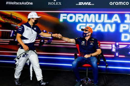 (L to R): Yuki Tsunoda (JPN) AlphaTauri with Max Verstappen (NLD) Red Bull Racing in the FIA Press Conference. 06.05.2021. Formula 1 World Championship, Rd 4, Spanish Grand Prix, Barcelona, Spain, Preparation Day. - www.xpbimages.com, EMail: requests@xpbimages.com © Copyright: FIA Pool Image for Editorial Use Only
