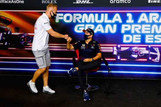 (L to R): Nikita Mazepin (RUS) Haas F1 Team and Sergio Perez (MEX) Red Bull Racing in the FIA Press Conference. 06.05.2021. Formula 1 World Championship, Rd 4, Spanish Grand Prix, Barcelona, Spain, Preparation Day. - www.xpbimages.com, EMail: requests@xpbimages.com © Copyright: FIA Pool Image for Editorial Use Only