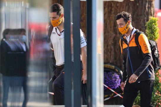 Daniel Ricciardo (AUS) McLaren with Michael Italiano (AUS) McLaren Performance Coach. 07.05.2021 Formula 1 World Championship, Rd 4, Spanish Grand Prix, Barcelona, Spain, Practice Day. - www.xpbimages.com, EMail: requests@xpbimages.com © Copyright: Charniaux / XPB Images