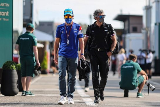 (L to R): Fernando Alonso (ESP) Alpine F1 Team with Edoardo Bendinelli (ITA) Alpine F1 Team Personal Trainer. 07.05.2021 Formula 1 World Championship, Rd 4, Spanish Grand Prix, Barcelona, Spain, Practice Day. - www.xpbimages.com, EMail: requests@xpbimages.com © Copyright: Charniaux / XPB Images