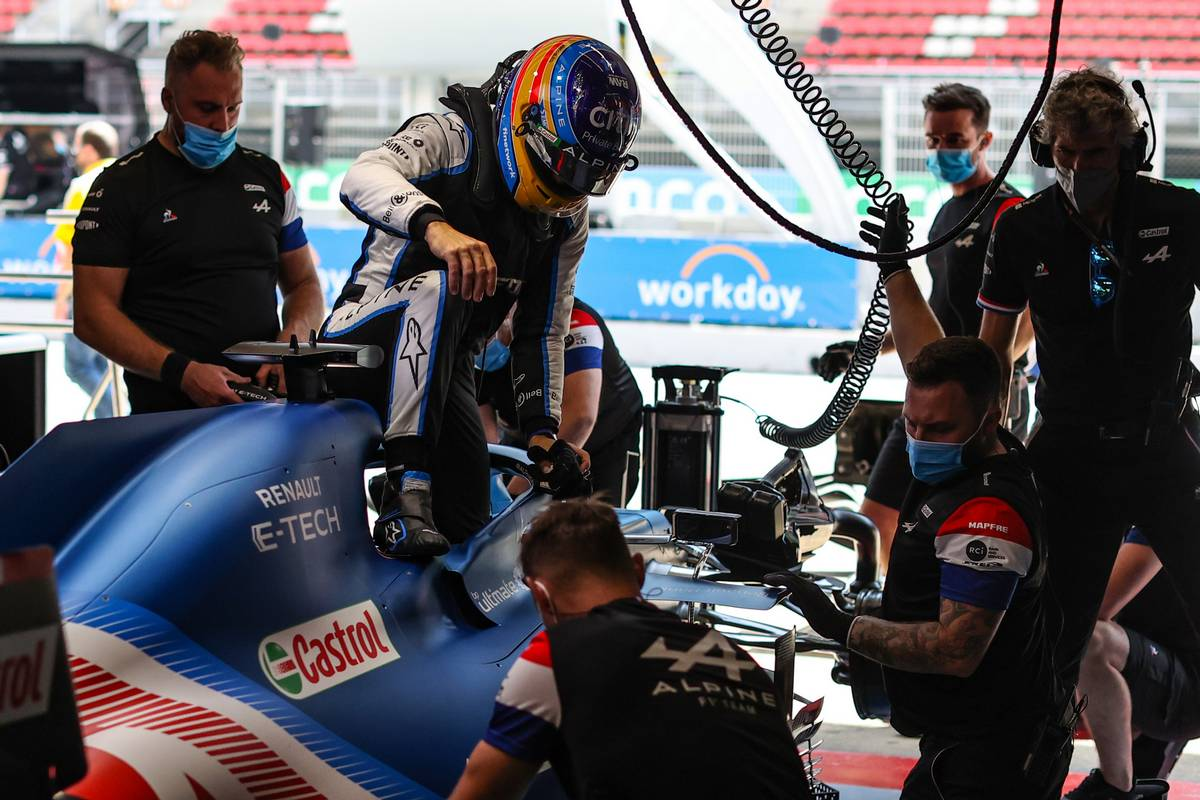 Alonso buoyant after 'good Friday' for Alpine