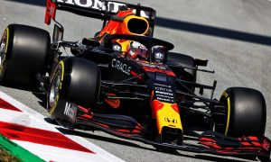 Verstappen snatches P1 from Hamilton in final practice