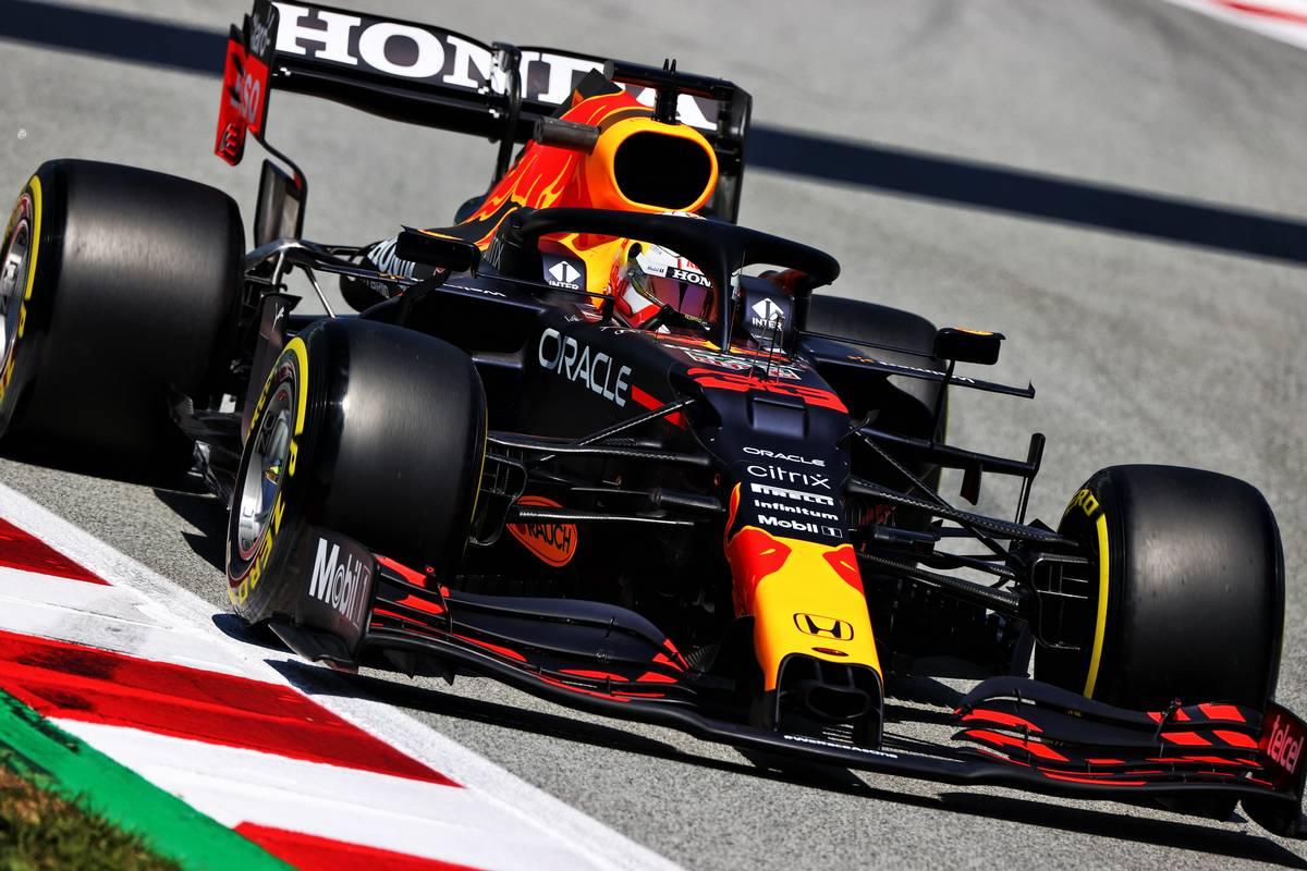 Verstappen snatches P1 from Hamilton in final practice