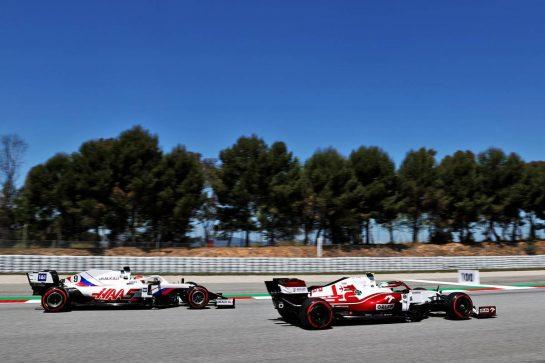 Antonio Giovinazzi (ITA) Alfa Romeo Racing C41 passes Nikita Mazepin (RUS) Haas F1 Team VF-21. 08.05.2021. Formula 1 World Championship, Rd 4, Spanish Grand Prix, Barcelona, Spain, Qualifying Day. - www.xpbimages.com, EMail: requests@xpbimages.com © Copyright: Batchelor / XPB Images