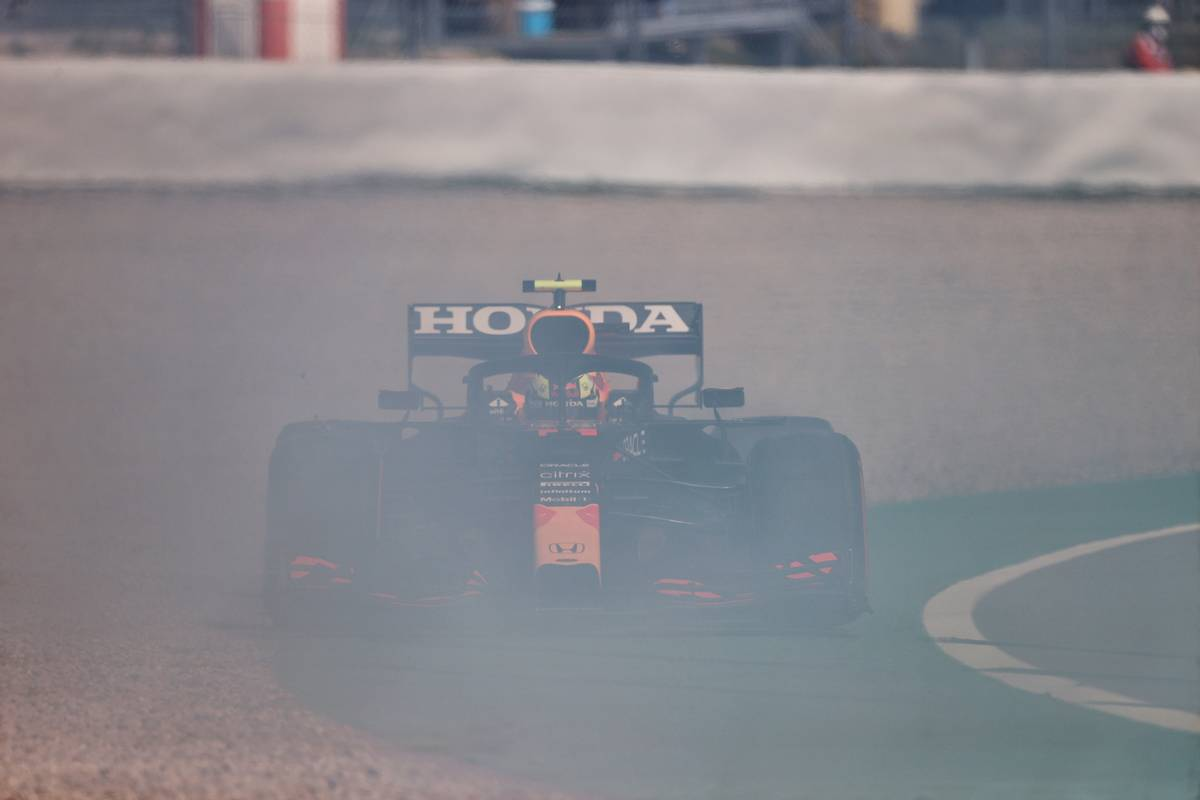 Sergio Perez (MEX) Red Bull Racing RB16B spins during qualifying. 08.05.2021. Formula 1 World Championship, Rd 4, Spanish Grand Prix, Barcelona