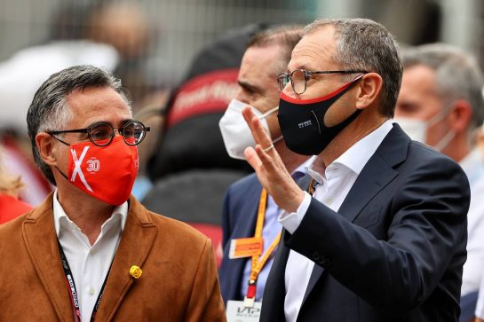 (L to R): Ramon Tremosa (ESP) Catalan Minister of Business and Knowledge and President of Circuit de Barcelona-Catalunya on the grid with Stefano Domenicali (ITA) Formula One President and CEO. 09.05.2021. Formula 1 World Championship, Rd 4, Spanish Grand Prix, Barcelona, Spain, Race Day. - www.xpbimages.com, EMail: requests@xpbimages.com © Copyright: Moy / XPB Images