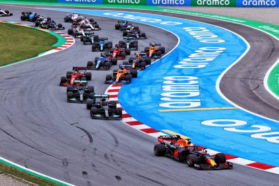 Max Verstappen (NLD) Red Bull Racing RB16B leads at the start of the race. 09.05.2021. Formula 1 World Championship, Rd 4, Spanish Grand Prix, Barcelona, Spain, Race Day. - www.xpbimages.com, EMail: requests@xpbimages.com © Copyright: Moy / XPB Images