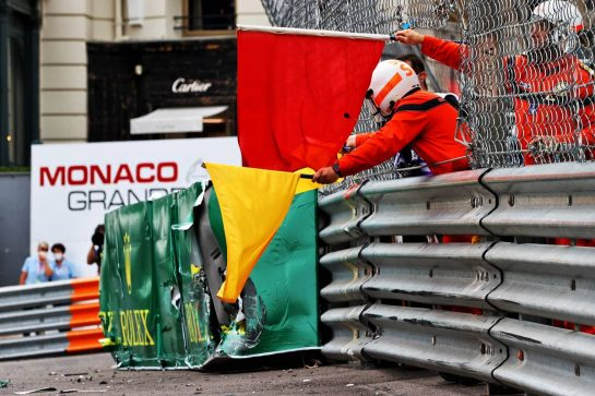 Marshals with red and yellow flags after Mick Schumacher (GER) Haas VF-21 crashed in the third practice session. 22.05.2021. Formula 1 World Championship, Rd 5, Monaco Grand Prix, Monte Carlo, Monaco, Qualifying Day. - www.xpbimages.com, EMail: requests@xpbimages.com © Copyright: Moy / XPB Images