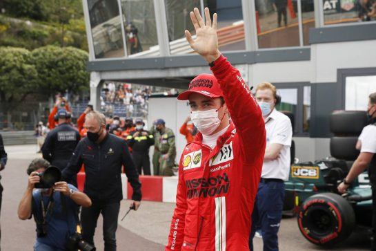 Charles Leclerc (MON) Ferrari celebrates his pole position in qualifying parc ferme. 22.05.2021. Formula 1 World Championship, Rd 5, Monaco Grand Prix, Monte Carlo, Monaco, Qualifying Day. - www.xpbimages.com, EMail: requests@xpbimages.com © Copyright: FIA Pool Image for Editorial Use Only