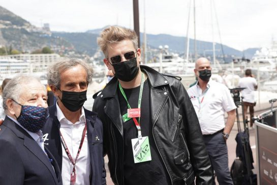 (L to R): Jean Todt (FRA) FIA President with Alain Prost (FRA) Alpine F1 Team Non-Executive Director and Benjamin Biolay (FRA) Singer. 23.05.2021. Formula 1 World Championship, Rd 5, Monaco Grand Prix, Monte Carlo, Monaco, Race Day. - www.xpbimages.com, EMail: requests@xpbimages.com © Copyright: Bearne / XPB Images