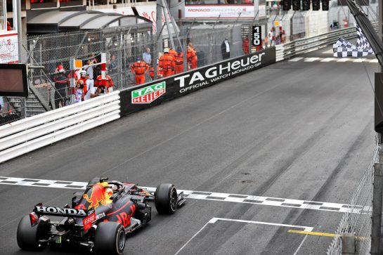 Race winner Max Verstappen (NLD) Red Bull Racing RB16B takes the chequered flag at the end of the race. 23.05.2021. Formula 1 World Championship, Rd 5, Monaco Grand Prix, Monte Carlo, Monaco, Race Day. - www.xpbimages.com, EMail: requests@xpbimages.com © Copyright: Batchelor / XPB Images