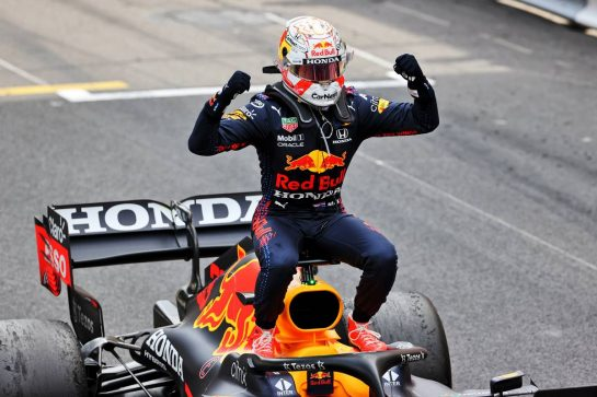 Race winner Max Verstappen (NLD) Red Bull Racing RB16B celebrates in parc ferme. 23.05.2021. Formula 1 World Championship, Rd 5, Monaco Grand Prix, Monte Carlo, Monaco, Race Day. - www.xpbimages.com, EMail: requests@xpbimages.com © Copyright: Batchelor / XPB Images