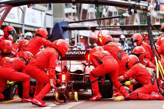 Carlos Sainz Jr (ESP) Ferrari SF-21 makes a pit stop. 23.05.2021. Formula 1 World Championship, Rd 5, Monaco Grand Prix, Monte Carlo, Monaco, Race Day. - www.xpbimages.com, EMail: requests@xpbimages.com © Copyright: Charniaux / XPB Images